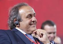 Presidente da Uefa, Michel Platini, sorri durante evento da Copa do Mundo 2018, em São Petersburgo, na Rússia, em julho. 25/07/2015 REUTERS/Maxim Shemetov