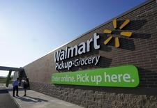 People talk outside a Wal-Mart Pickup-Grocery test store in Bentonville, Arkansas, June 4, 2015.  REUTERS/Rick Wilking