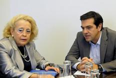 Juíza da Suprema Corte da Grécia Vassiliki Thanou ao lado do ex-premiê Alexis Tsipras, em Atenas.  27/08/2015   REUTERS/Evi Fylaktou/Eurokinissi