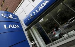 A dealership selling Lada cars, produced by Russian car maker AvtoVAZ, is pictured in St. Petersburg July 9, 2014. After plunging more than 17 percent in June compared with a year earlier, according to figures from a lobby group for Europe's top carmakers, car sales in Russia look set to post their worst year since the 2008-2009 global economic crisis. Picture taken July 9, 2014.  REUTERS/Alexander Demianchuk (RUSSIA - Tags: TRANSPORT BUSINESS LOGO)