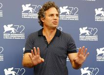 """American actor Mark Ruffalo poses during the photocall for the movie """" Spotlight """"  at the 72nd Venice Film Festival, northern Italy September 3, 2015.  REUTERS/Stefano Rellandini"""
