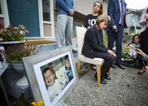 Tima Kurdi, sister of Syrian refugee Abdullah Kurdi whose sons Aylan and Galip and wife Rehan were among 12 people who drowned in Turkey trying to reach Greece, cries while speaking to the media outside her home in Coquitlam, British Columbia September 3, 2015. REUTERS/Ben Nelms