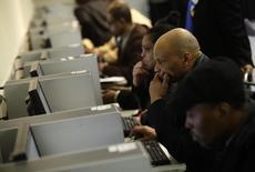 Forum pour l'emploi à Detroit. Le marché de l'emploi a vu sa croissance ralentir en août aux Etats-Unis, même si le taux de chômage est tombé à son plus bas niveau depuis près de sept ans et demi, à 5,1%.  Le nombre de créations d'emploi dans le secteur non agricole s'est établi à 173.000 le mois dernier, après avoir atteint 245.000 en juillet.  /Photo d'archives/REUTERS/Joshua Lott