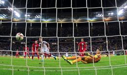Mario Goetze (centro), da Alemanha, marca gol contra a Polônia, em Frankfurt nesta sexta-feira. 04/09/2015 REUTERS/Ina Fassbender