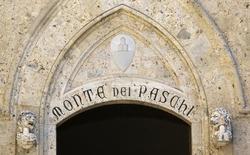 Monte dei Paschi di Siena veut vendre d'ici début 2016 un portefeuille de créances douteuses d'une valeur de 1,8 milliard d'euros pour dégager du capital, selon une source proche du dossier. /Photo d'archives/REUTERS/Stefano Rellandini