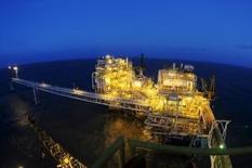 Нефтегазовая платформа у побережья Западной Явы. 16 июля 2015 года. Индонезия в декабре станет полноправным участником ОПЕК, сообщил Рейтер министр энергетической промышленности страны Судирман Саид. REUTERS/Wahyu Putro A/Antara Foto