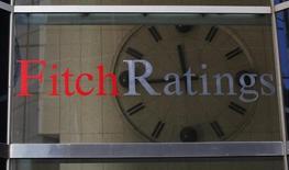 Логотип Fitch Ratings в штаб-квартире агентства в Нью-Йорке. Fitch не планирует снижать суверенный кредитный рейтинг России, пока страна сдерживает рост задолженности, сообщило агентство во вторник. REUTERS/Brendan McDermid