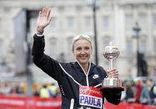 Great Britain's Paula Radcliffe poses with a trophy after the Virgin Money London Marathon on 26 April, 2015. Reuters / Suzanne Plunkett