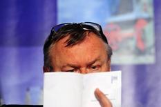Глава банка ВТБ Андрей Костин на инвестконференции в Москве. 18 апреля 2012 года. Балансирующий на грани банкротства Мечел договорился со вторым из трех своих крупных кредиторов - госбанком ВТБ, о переносе выплат по долгу на 70 миллиардов рублей до апреля 2017 года, сообщили банк и компания в среду. REUTERS/Keith Bedford