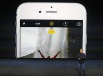 Vice-presidente da Apple Phil Schiller fala sobre funções de foto dos novos iPhone 6s e iPhone 6s Plus durante evento de mídia da Apple. 09/09/2015. Reuters/Beck Diefenbach