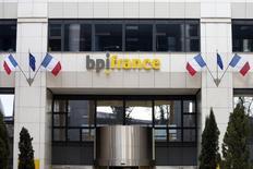 """Bpifrance veut amplifier le redémarrage """"encore timide"""" de l'investissement des entreprises françaises, à l'issue d'un premier semestre 2015 au cours duquel elle y a consacré des financements en hausse de 11%. La banque publique d'investissement fait état aussi de bonds de 30% de ses investissements directs dans les PME et de 32% de son activité financement de l'innovation au cours des six premiers mois de l'année. /Photo prise le 16 mars 2015/REUTERS/Charles Platiau"""