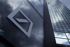 John Cryan, le nouveau président du directoire de Deutsche Bank, ne présentera aucun projet de réforme radicale des structures et du périmètre du groupe lors du séminaire du conseil de surveillance ce week-end, mais il devrait proposer d'accélérer la mise en oeuvre des projets déjà en cours. /Photo d'archives/REUTERS/Ralph Orlowski