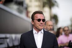 Arnold Schwarzenegger posa para fotos em Hollywood. 28/06/2015 REUTERS/Mario Anzuoni