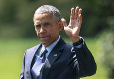El presidente de Estados Unidos, Barack Obama, saluda en la Casa Blanca en Washington, 9 de septiembre de 2015. El presidente de Estados Unidos, Barack Obama, elevará las preocupaciones sobre ciberseguridad a su par chino, Xi Jinping, cuando este mes se reúnan en Washington en medio de la creciente incertidumbre sobre el pirateo chino de objetivos comerciales y gubernamentales del país norteamericano, dijo la Casa Blanca. REUTERS/Yuri Gripas
