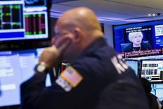 L'accès de volatilité observé depuis six semaines sur les marchés financiers mondiaux pourrait se prolonger pendant une bonne partie de l'automne après la décision de la Réserve fédérale de ne pas modifier sa politique monétaire. /Photo prise le 17 septembre 2015/REUTERS/Lucas Jackson