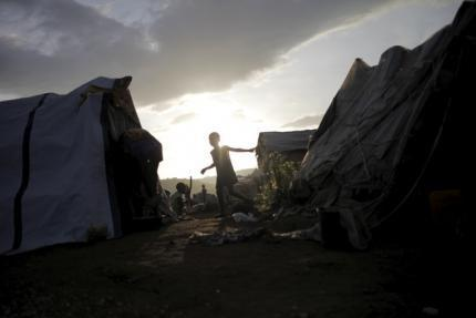 A girl walks between makeshift tents at a refugee camp for Haitians returning from the Dominican Republic on the outskirts of Anse-a-Pitres, Haiti, September 7, 2015. REUTERS/Andres Martinez Casares