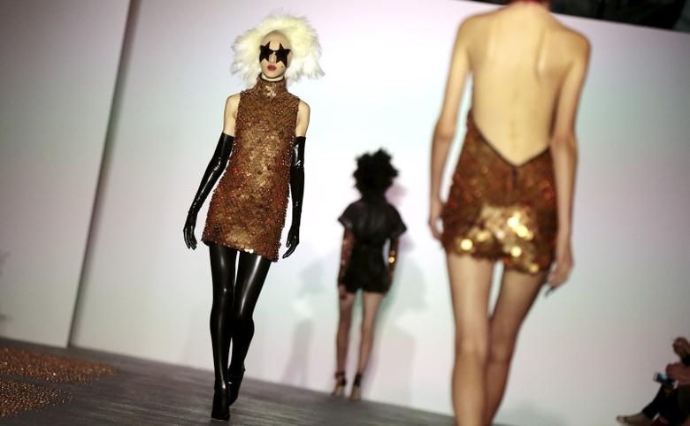 London Designers Blend Creativity With Commerce At Fashion Week Reuters Com