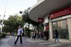 Agência do banco Santander no Leblon, no Rio de Janeiro. 22/05/2012 REUTERS/Sergio Moraes