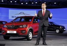 Carlos Ghosn, PDG de Renault-Nissan. Renault commercialisera sa voiture ultra low cost Kwid sur le marché indien à partir de 256.968 roupies, soit 3.500 euros environ,. Les livraisons commenceront en octobre. /Photo prise le 20 mai 2015/REUTERS