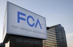 Fiat Chrysler est une des valeurs à suivre jeudi à la Bourse de New York. Le titre perd 4,7% en avant-Bourse dans le sillage de son action cotée à Milan qui chute d'environ 6% dans la crainte d'un effet de contagion du scandale Volkswagen. /Photo d'archives/REUTERS/Rebecca Cook