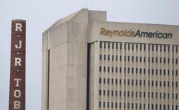 Japan Tobacco serait sur le point d'acquérir la filiale Sante Fe Natural Tobacco de Reynolds American pour environ cinq milliards de dollars (4,4 milliards d'euros) et un accord pourrait être signé cette semaine, /Photo d'archives/REUTERS/Chris Keane
