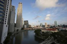A small transportation boat, know as a bumboat, passes skyscrapers and conserved shophouses which had been turned into restaurants and pubs along the Singapore River at Boat Quay May 11, 2015. REUTERS/Edgar Su
