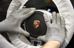 Oliver Blume, 47 ans, a été désigné mercredi président du directoire de Porsche en remplacement de Matthias Müller, qui a pris les commandes de la maison mère Volkswagen après le scandale de la fraude aux tests anti-pollution. /Photo d'archives/REUTERS/Michaela Rehle