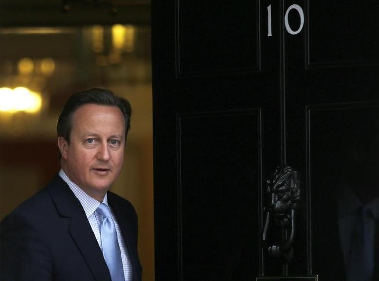 Britain's Prime Minister David Cameron prepares to greet President Nicos Anastasiades of Cyprus at Number 10 Downing Street in London, Britain September 18, 2015.  REUTERS/Peter Nicholls
