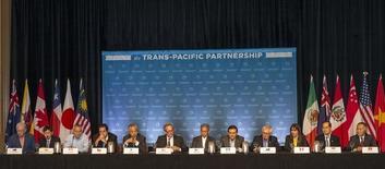Os 12 ministros dos países do TPP em entrevista coletiva no Havaí. 31/07/2015 REUTERS/Marco Garcia