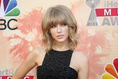 Singer Taylor Swift poses at the 2015 iHeartRadio Music Awards in Los Angeles, California, in this file photo taken March 29, 2015.  REUTERS/Danny Moloshok/Files