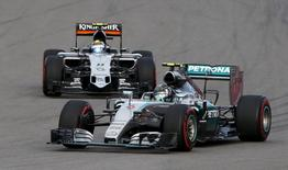 Mercedes Formula One driver Nico Rosberg of Germany drives ahead of Force India Formula One driver Sergio Perez of Mexico during the qualifying session of the Russian F1 Grand Prix in Sochi, Russia, October 10, 2015.  REUTERS/Grigory Dukor