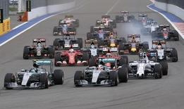 Mercedes Formula One driver Nico Rosberg of Germany, his team mate Lewis Hamilton of Britain and Williams Formula One driver Valtteri Bottas of Finland (front L-R) lead during the start of the Russian F1 Grand Prix in Sochi, Russia, October 11, 2015.  REUTERS/Grigory Dukor