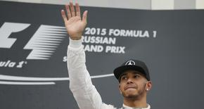Mercedes Formula One driver Lewis Hamilton of Britain waves on the podium after winning the Russian F1 Grand Prix in Sochi, Russia, October 11, 2015.  REUTERS/Maxim Shemetov