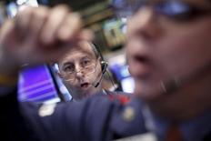 La Bourse de New York a ouvert lundi à la baisse après la confirmation d'un ralentissement de la croissance chinoise. Le Dow Jones perd 0,26%en début de séance, à 17.170,81. Le Standard & Poor's 500 recule de 0,30% à 2.027,02 et le Nasdaq cède 0,27% à 4.873,60. /Photo prise le 15 octobre 2015/REUTERS/Brendan McDermid