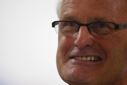Veteran coach De Haan steps in at struggling Heerenveen