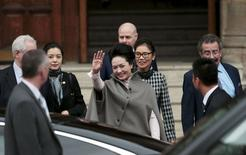 Peng Liyuan, the wife of China's President Xi Jinping, waves as she leaves The Royal College of Music in London, Britain October 22, 2015.REUTERS/Suzanne Plunkett