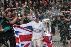 Lewis Hamilton celebrando tricampeonato, nos Estados Unidos. 25/10/2015   Action Images / Hoch Zwei Livepic