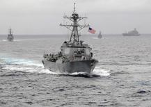 Navio contratorpedeiro com mísseis guiados da Marinha dos Estados Unidos USS Lassen visto no Oceano Pacífico.     Foto tirada em novembro de 2009 e divulgada pela Marinha dos Estados Unidos.    REUTERS/US Navy/CPO John Hageman/Handout via Reuters