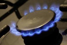 Конфорка газовой плиты. Тбилиси, 7 марта 2012 года. Грузия обсуждает с Газпромом дополнительные поставки российского газа, сообщило во вторник грузинское министерство энергетики. REUTERS/David Mdzinarishvili