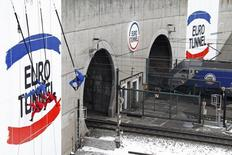 """Eurotunnel est une des valeurs à suivre mercredi à la Bourse de Paris. Deutsche Bank a relevé sa recommandation sur la valeur de """"conserver"""" à """"acheter"""". /Photo d'archives/REUTERS/Pascal Rossignol"""