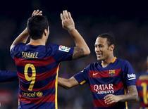 Atacantes do Barcelona Luis Suárez e Neymar em partida contra o Eibar no Camp Nou. 25/10/2015 REUTERS/Albert Gea