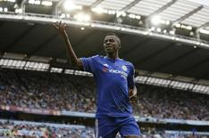 Ramires, do Chelsea, durante jogo contra o Manchester City, no Etihad Stadium, em agosto. 16/08/2015 REUTERS/Action Images/Carl Recine/Livepic
