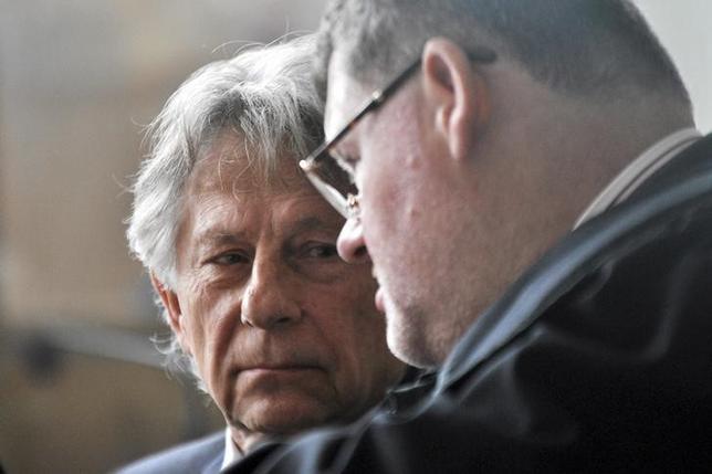 Filmmaker Roman Polanski (L) listens to his lawyer during a court sitting in Krakow, south Poland September 22, 2015. REUTERS/Lukasz Krajewski/Agencja Gazeta/Files