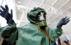 A schoolchild wearing a gas mask and a protective suit participates in a civil defence competition between local schools in Russia's southern city of Stavropol, February 2, 2011. REUTERS/Eduard Korniyenko (RUSSIA - Tags: EDUCATION SOCIETY) - RTXXE1I