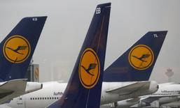Les discussions entre la compagnie aérienne allemande Lufthansa et le principal syndicat de personnel navigant ont échoué, ce qui laisse entrevoir de nouvelles grèves chez le transporteur aérien. /Photo d'archives/REUTERS/Kai Pfaffenbach