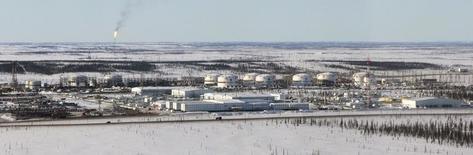 Вид на Ванкорское месторождение Роснефти 14 апреля 2010 года. Индийская нефтяная компания Indian Oil Corp (IOC) думает о приобретении доли в принадлежащем Роснефти Ванкорском нефтяном месторождении, но еще не решила, какая доля ее интересует, сказал во вторник один из топ-менеджеров IOC. REUTERS/Ilya Naymushin