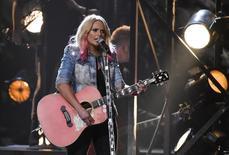 Miranda Lambert durante apresentação na premiação da Associação da Música Country dos Estados Unidos, em Nashville.  04/11/2015    REUTERS/Harrison McClary