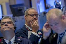 Les principales banques de Wall Street sont de plus en plus nombreuses à penser que la Réserve fédérale entamera en décembre le relèvement de ses taux d'intérêt et la plupart d'entre elles ont vu leur conviction renforcée au cours du mois écoulé, /photo prise le 29 octobre 2015/REUTERS/Brendan McDermid