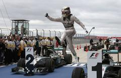 Mercedes Formula One driver Lewis Hamilton of Britain leaps off of his car after winning the U.S. F1 Grand Prix at the Circuit of The Americas in Austin, Texas October 25, 2015.  REUTERS/Adrees Latif