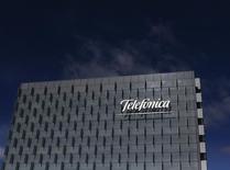 La casa matriz de Telefónica en Madrid, feb 25, 2015. La española Telefónica está convencida de quedarse en el mercado mexicano y cree que su división es una candidata atractiva para colocar acciones en la bolsa, dijo el director financiero y de desarrollo corporativo del grupo. REUTERS/Juan Medina